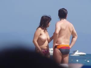 Candid-plaz-beach-voyeur-spying-girls-topless-n7cdortgq4.jpg