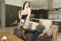 Valentina-Nappi-Curvy-Cleaning-204x-5760x3840-z7cfvc14pc.jpg