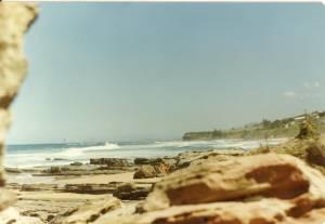 Vintage-Spying-women-on-the-beach-t7cuw10ed4.jpg