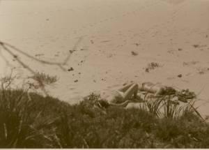 Vintage-Spying-women-on-the-beach-i7cuw1c0c3.jpg