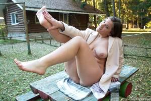 Brunette-Girl-Goes-Barefoot-Outdoors-%28x100%29-i7cw4htm6q.jpg