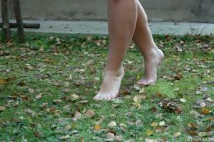 Brunette-Girl-Goes-Barefoot-Outdoors-%28x100%29-e7cw4gax62.jpg