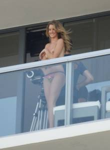 Rosie-Huntington-Whiteley-%E2%80%93-Topless-Photoshoot-Candids-%28NSFW%29-f7dbfv70ja.jpg