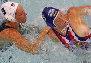 sexy-oops-flashing-girls-at-waterpolo-x52-s7ddwktw25.jpg