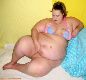 Big-bikini-babe-07dec2043d.jpg