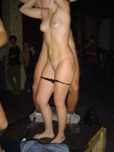 Drunk-College-girls-exposed-On-Party-%2832-Pics%29-u7de66t0eu.jpg