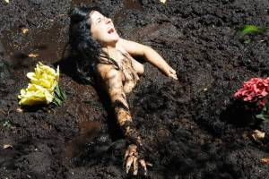 Girls-In-The-Mud-w7de70b0ag.jpg
