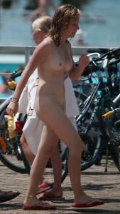 Red-Sandals-Nude-Girl-In-Public-Swimming-Pool-17dexl8nxp.jpg