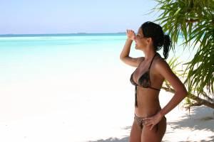 Bikini-girl-x25-x7dhh2l057.jpg
