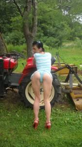 Amateur-Nude-Farmer-MILF-Humiliation-%5Bx46%5D-q7dhgj8540.jpg