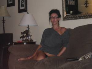 Drunk-Holiday-Bruntette-Milf-Photos-l7dhf8aalh.jpg