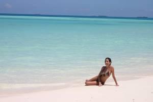 Bikini-girl-x25-57dhh2m1ko.jpg