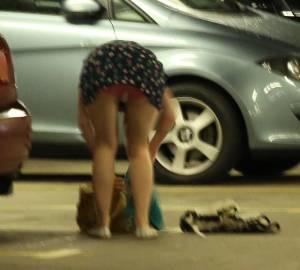 Brunette-in-short-dress-bending-over-in-a-car-park-upskirt-_-crotch-shots-k7di4iho76.jpg