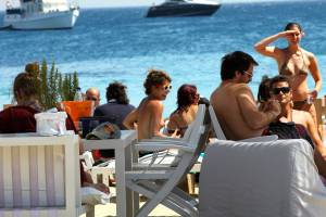 Young beauty caught topless in Ornos beach, Mykonosy7d2f8haav.jpg