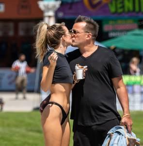 Rachel McCord - Topless Boob-Slip in Venice Beach (NSFW)r7d4efgsej.jpg