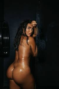 Lauren-Goodger-English-TV-personality-Poses-Nude-in-a-Shower-l7dtaqei14.jpg