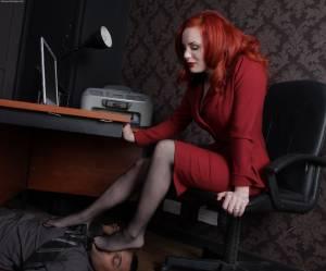 Woman-Worship-Goddess-Morrigan-femdom-feet-nylon-shoes-worship-q7ebacknig.jpg