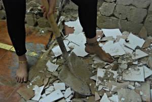 Barefoot-Cecilia_-Manual-Labor-Slave-Girl-With-Filthy-Soles-u7e48f231f.jpg