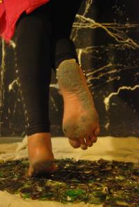 Barefoot-Cecilia_-Belly-Dancing-Barefoot-On-Broken-Glass-67e48p2aly.jpg