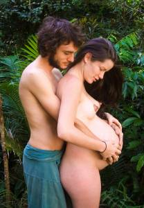 Pregnant-Brunette-Living-Off-Grid-%5Bx140%5D-57e6vcfngp.jpg