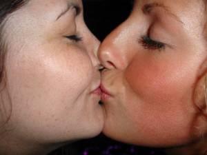 Girls-Kissing-mix-54-c7fa1frrxb.jpg