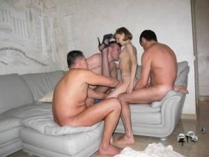 Homemade-Gangbang-Party-Sex-XXX-i7faiusuui.jpg