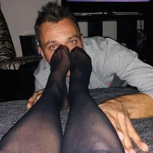 Straight-boy-in-love-with-lesbian-feet-x9-d7fa1ek7wb.jpg