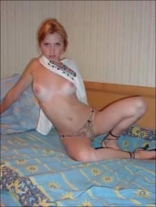 Sexy-Redhead-Posing-x46-07fakgknw5.jpg