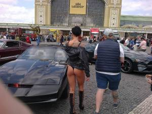 Car-show-girl-ass-candid-o7fbakqs6s.jpg