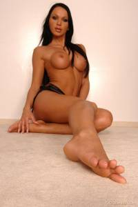 FOOT-FETISH-Christina-Bella-Black-panther-%5Bx153%5D-c7fd2kr3jb.jpg