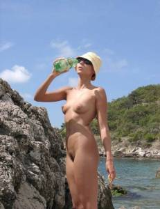 Nudist-Brunette-Girl-%2816-Pics%29-r7fd85paju.jpg