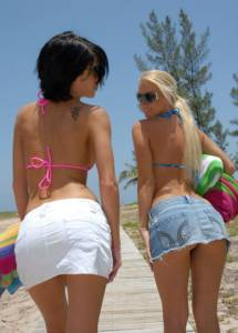 2-Women-on-the-beach-r7feil94fu.jpg