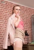 Michelle Moist - Sexy stockings, designer heels!k7ipgu64hg.jpg